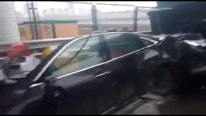 Мазерати располовинило и водитель чудом остался в живых!