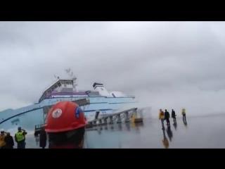 Спуск корабля на воду.