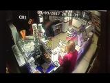В Белгороде по горячим следам задержан подозреваемый в нападении на продавца продуктового магазина. Видео с сайта УМВД России по