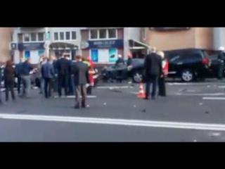 В центре Киева на Бессарабской площади взорвался автомобиль