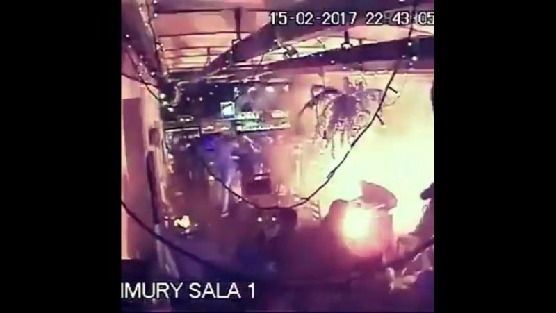 Ультрас клуба Легия атаковали фанатов Аякса (Грязный футбол)