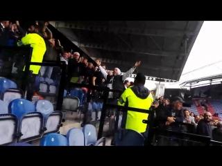 Фанаты «Хаддерсфилда» и «Тоттенхэма» распевают песни Боба Марли и аплодируют друг другу