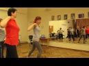 Объяснение движений танца, который можно танцевать под мелодию макарены.