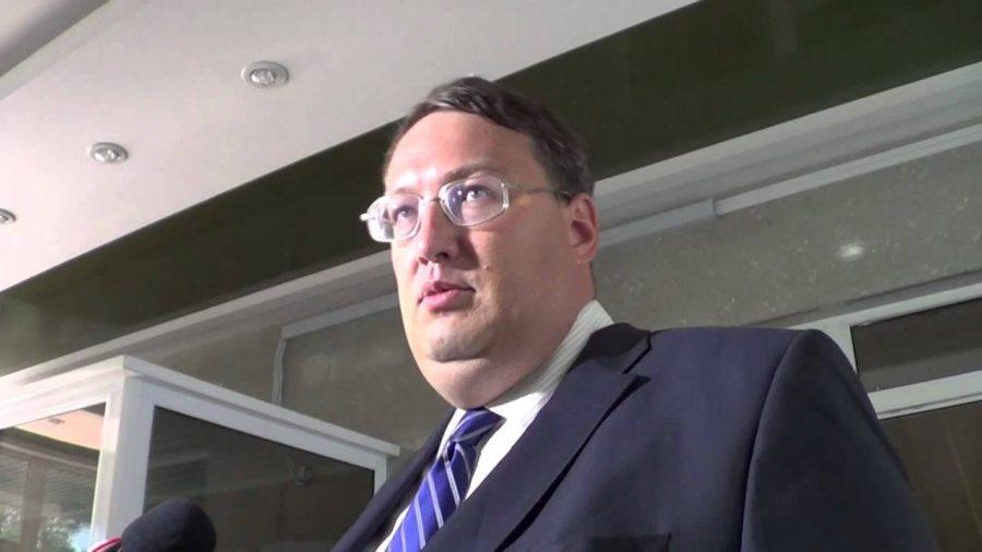 Украинский депутат Геращенко после еды облизал тарелку (Видео)