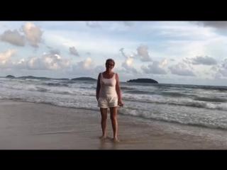 На берегу Сиамского залива, Южно-Китайского моря, Тихого океана.