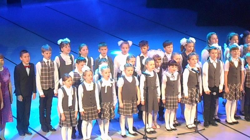 100 лет 5 школе в ДК Аммофос, исполняет хор Дважды два четыре. ВидеоМИГ