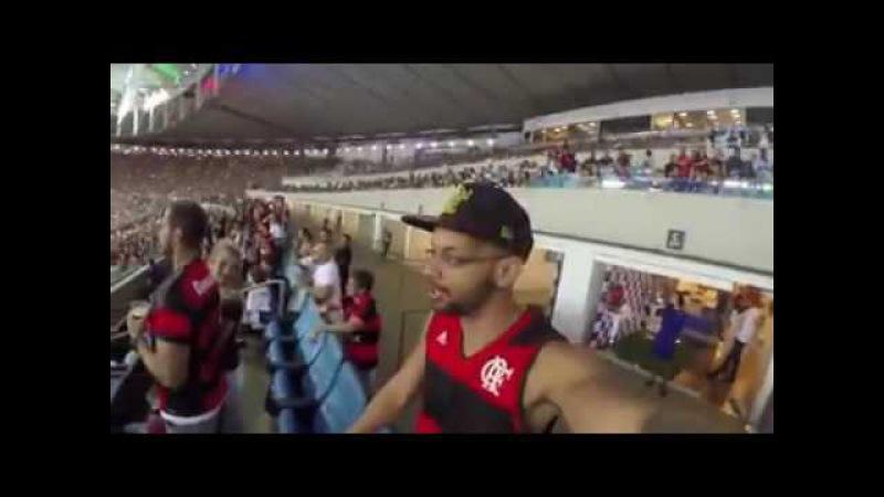 Torcida do Fluminense do meio da torcida do flamengo