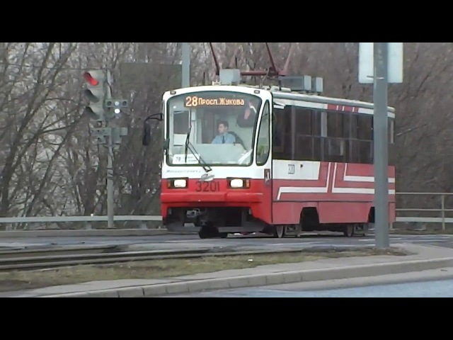 Трамвай 71-405.