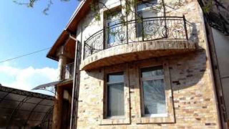 Gherman Pintea 62 Riscanovca Vind casa superba 3 nivele 220m2 lotul 4 ari =215 200 00 €
