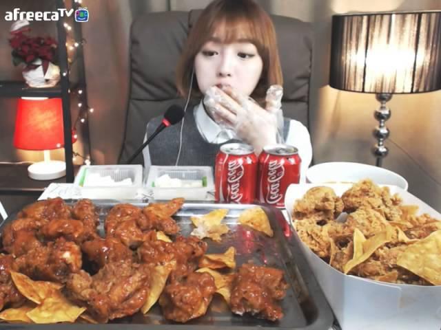BHC 신메뉴리뷰 쏘스에무쵸vs나쵸에무쵸 슈기의먹방 [Shoogis Eating Show] chicken mukbang