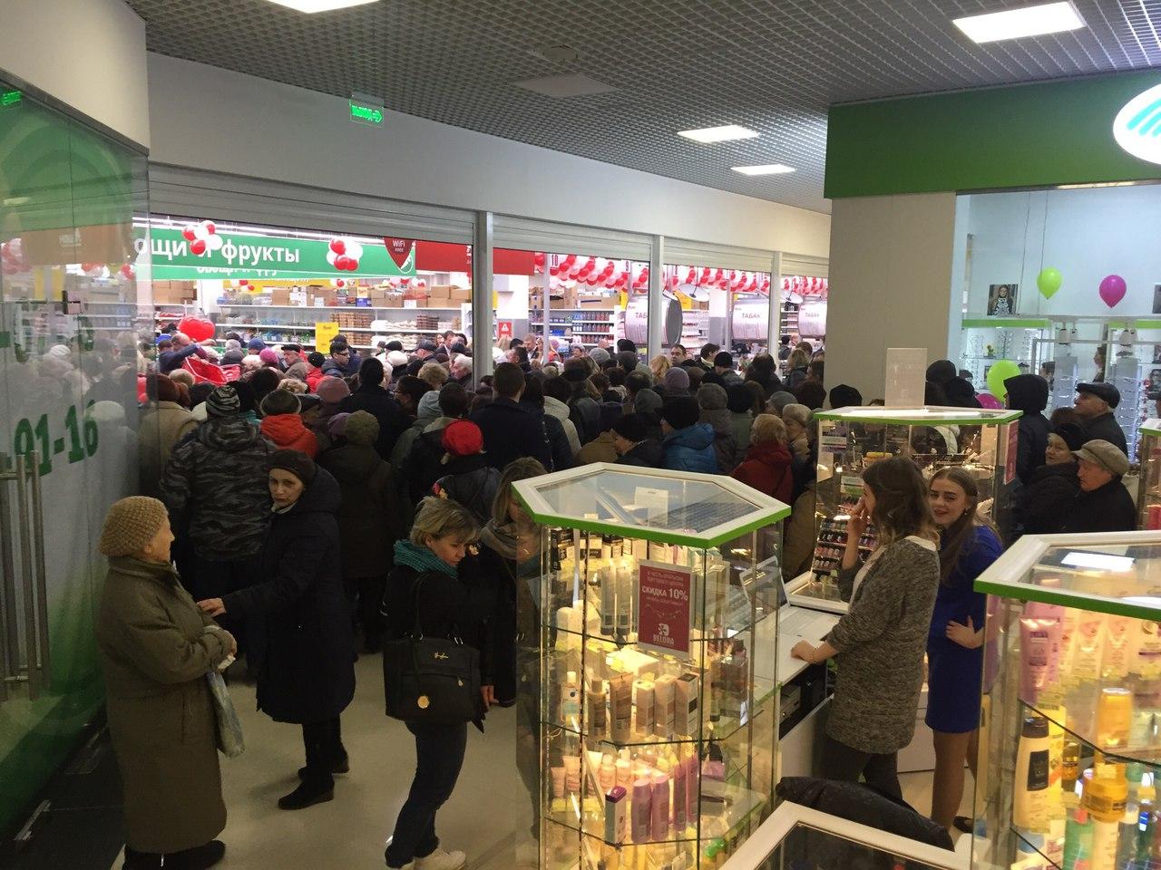 Вот и открылся в Дмитрове долгожданный АШАН. Очереди из 90-х