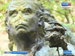 Остался на заброшенном плацу. Памятник Сталинградскому Данко в Ломоносове