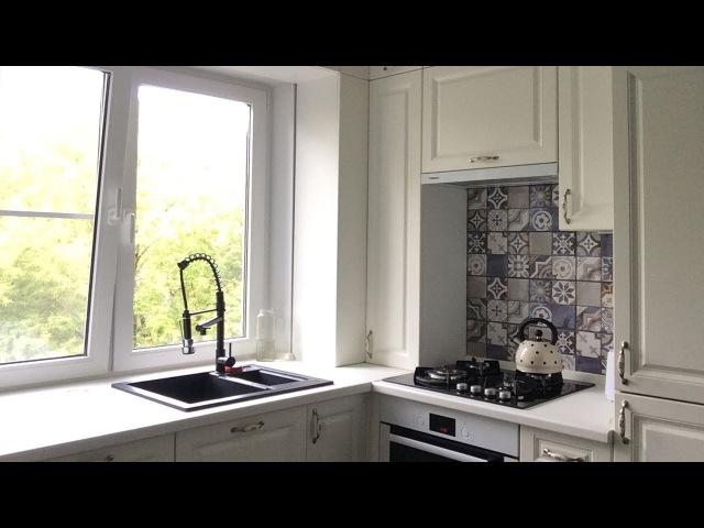 Кухня в хрущевке 5 метров с колонкой Дизайн кухни с окном