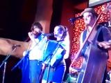 Фолк-рок Трио Three for Silver (США) Лукас Ворфорд (акустический бас, банджо, вокал), Лорэн Сертейн (аккордеон, вокал) и Грегор
