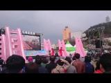 K-pop танцевальная группа на Cherry Blossoming Festival в Корее