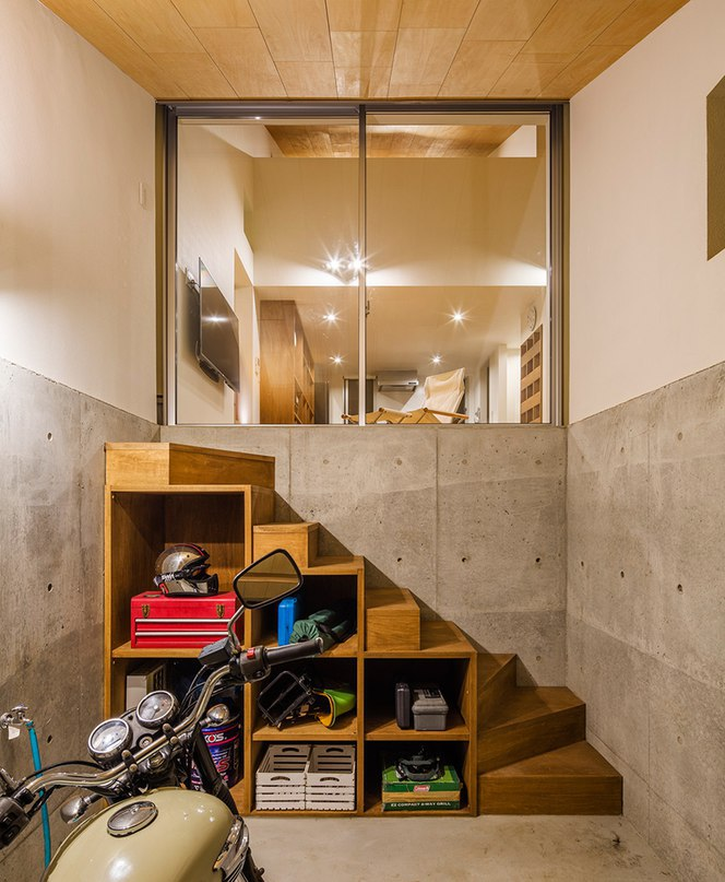 DOG architect tops house in japan with two-tier roof
