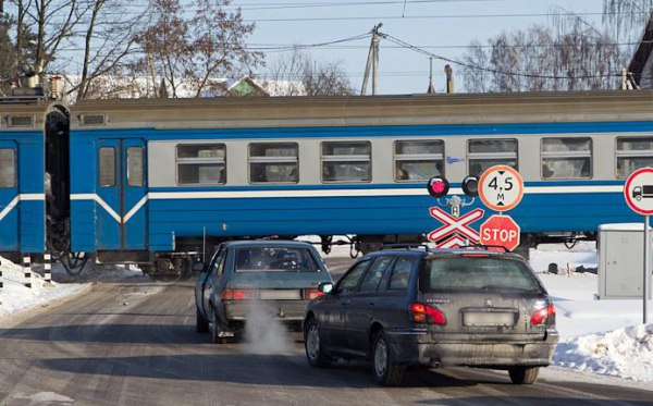 Неменее 120 железнодорожных переездов починят наМЖД втекущем году