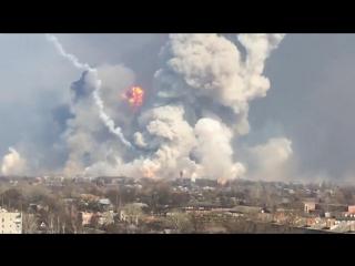 Украина. Мощнейшие взрывы и разлёт боеприпасов на военном складе в Балаклее 23.03.2017