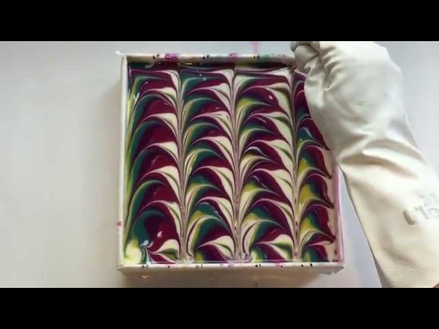 5 color swirl soapmaking cutting
