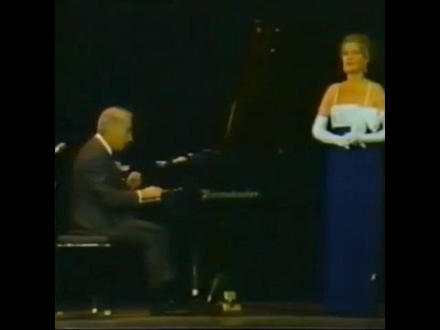 Смешное видео до слёз! Женщина напугала пианиста а пианист напугал ее!