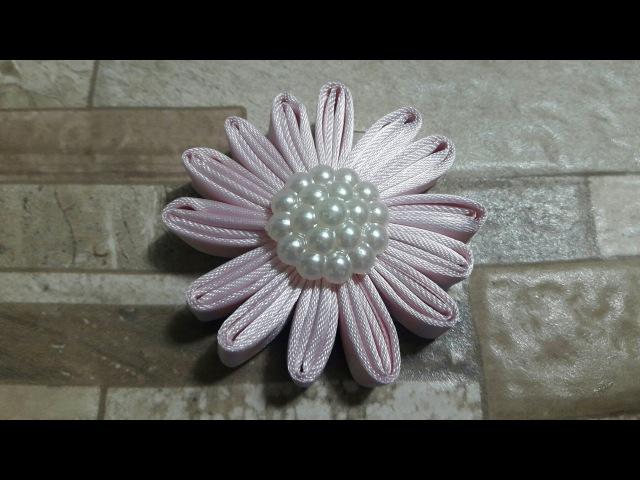 Flor em cetim com fita dobrada
