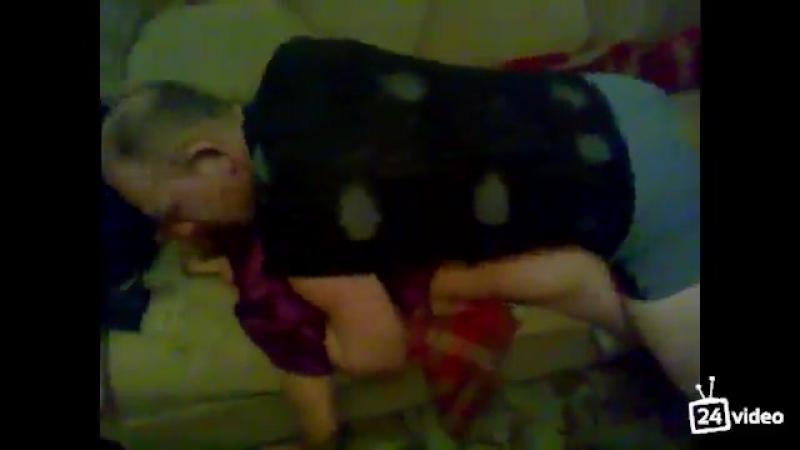 Ебёт пьяную соседку Порно сосет минет Школьница Малолетка выпускница студентка Секс Анал инцест Шлюха цп молодая отсос в