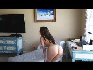 Быстрый стриптиз от молодой порно звездочки Dillion Harper (эротика, отличные сиськи, идеальная попка)1