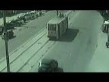 Задержание нарушителя - полицейский вынужден остановить трамвай incident_uka