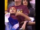 На останньому домашньому матчі тінейджер в майці Клівленда дуже наполегливо намагався притягнути до себе увагу камери і