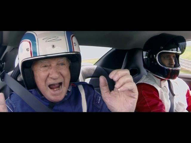 CarPoint News - Nissan GT-R homenageia idosos que não podem mais dirigir