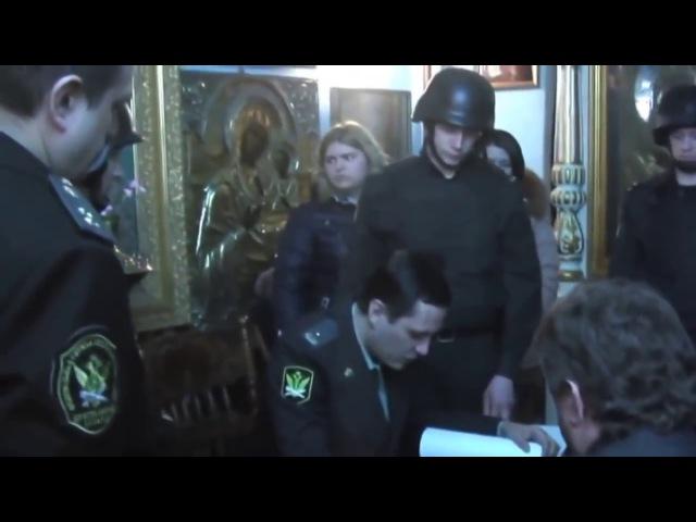 Приставы в нацистских касках изъяли из храма мощи Святых