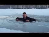 Даем инструкцию: что делать, если вы провалились под лед?
