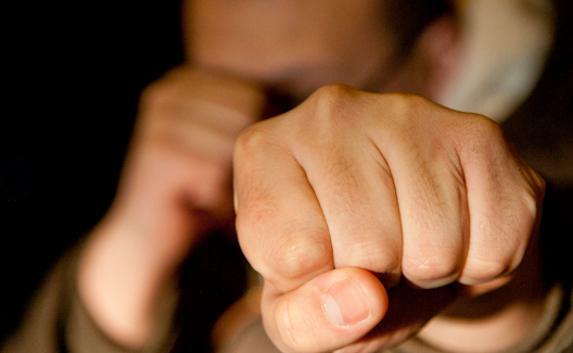 Юного человека забили досмерти вподъезде собственного дома вКалуге