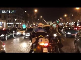 Французская полиция применила слезоточивый газ против фанатов