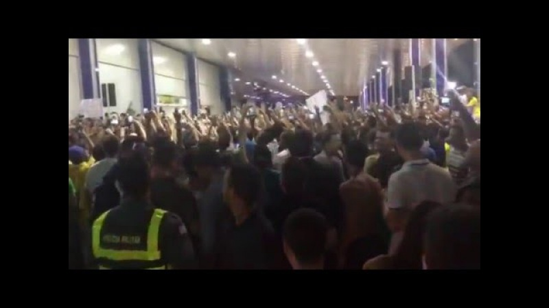 BOLSONARO é recebido com aclamação em Vitória ES 31/03/16