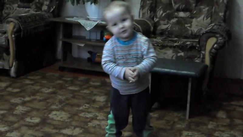 Маленький Богдашка танцует под песню опа гангам стаил