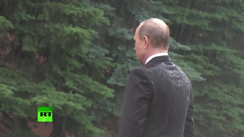 Putin mokriy i drojjacsjiy