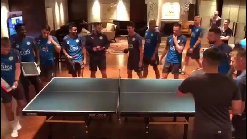 The squad are in good spirits at the hotel, enjoying a game of table tennis. Some interesting paddles on display 🏓🙈
