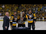 Игроки Питтсбурга дотронулись до трофея Принца Уэльского  Crosby picks up Prince of Wales Trophy for 2nd straight year