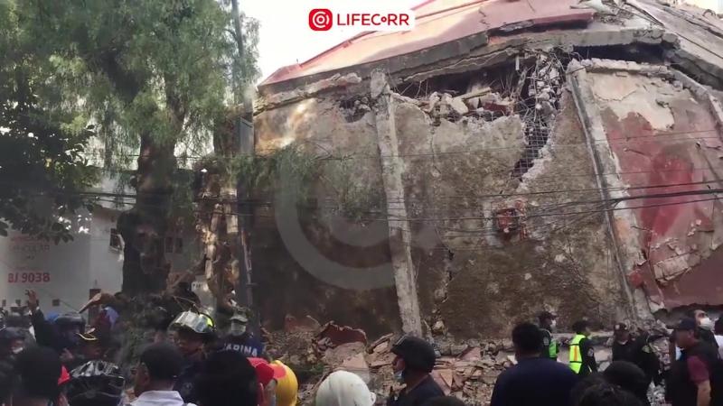 Последствия ужасного землетрясения в Мексике [720]