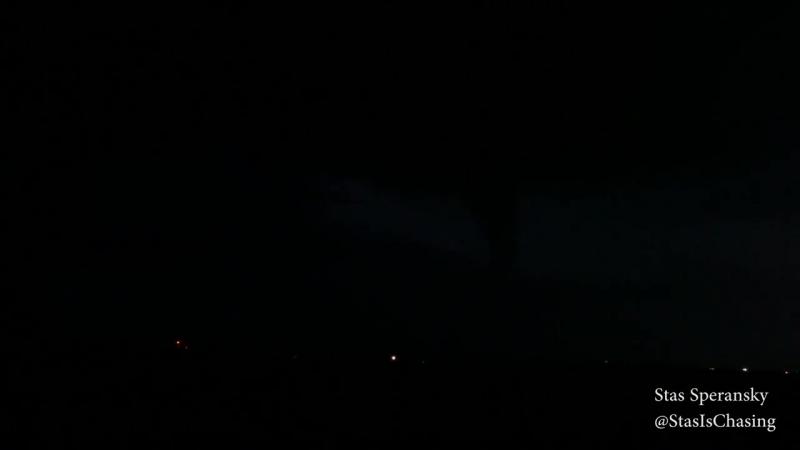 Торнадо ночью в округе Каддо, Оклахома, США