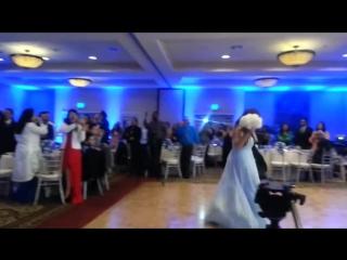 Первый танец жениха и невесты   - Тамада хороший и конкурсы интересные