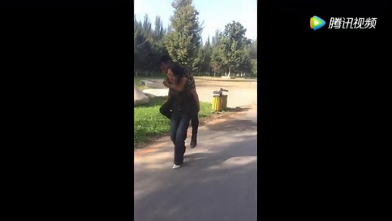 Girl force to lift her boyfriend
