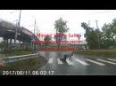 Пьяный ползет через дорогу или Алкаш VS Рекламный баннер