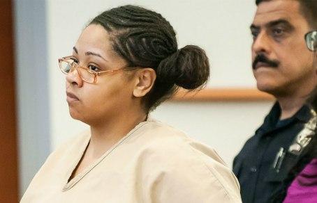 Девушка  убила подругу на 9 месяце беременности, а потом разрезала ей живот