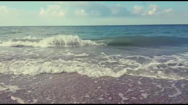 Существуют три вещи на которые можно смотреть бесконечно: как горит солнце, плещутся волны морские и сияет голубое небо.