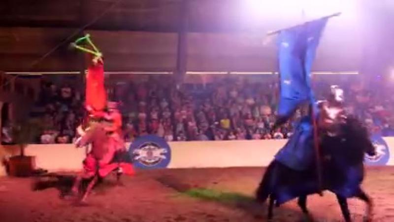 Конное рыцарское шоу в замке Сент-Лазар в Лазаревской ( 240 X 426 ) » Freewka.com - Смотреть онлайн в хорощем качестве