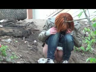 devki-pisayut-u-zabora-konchila-rot-prostitutki