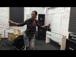 Ольга Бузова доказала подписчикам, что может петь и без фанеры. Поклонники певицы в восторге!