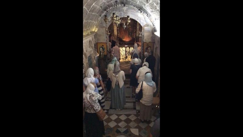 Молитва в православном храме архангела Гавриила в Назарете